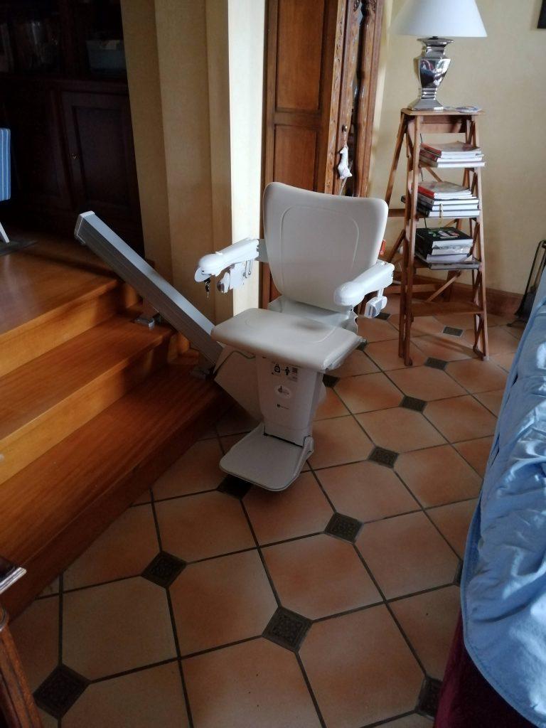 Monte escalier droit Handicare prêt de Auray