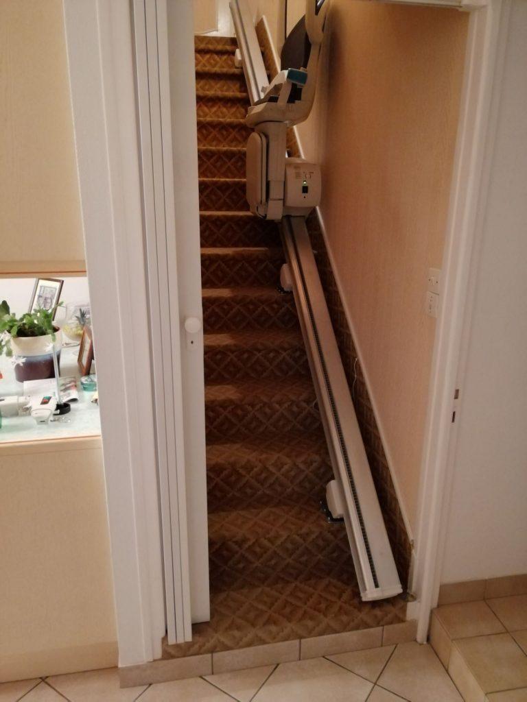 Fauteuil monte escalier droit dans l'ille et vilaine