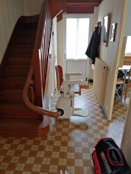 Monte-escalier courbe à Pont l'Abbé