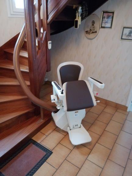 monte-escalier courbe près de Brest