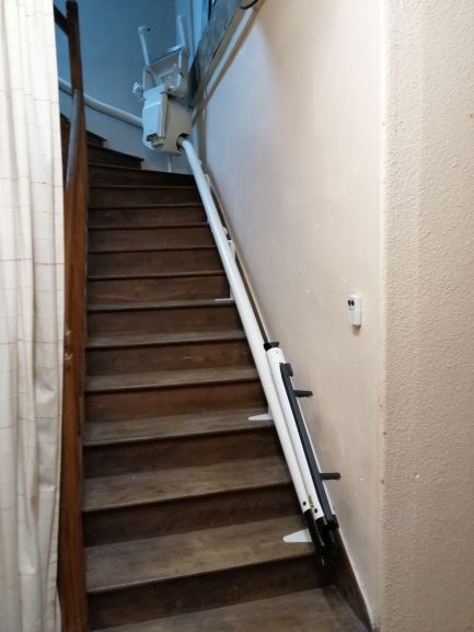 monte-escalier à Guéméné-sur-scorff